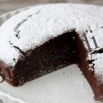 Una torta senza uova, senza latte e senza burro: provate, vi leccherete I baffi!