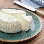 Con un litro di latte puoi preparare da solo il formaggio .